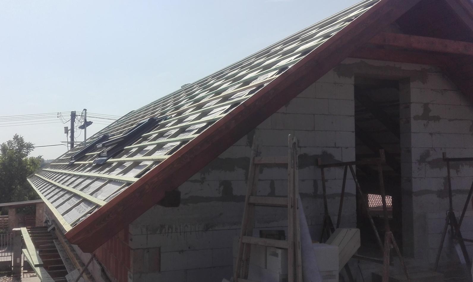 Családi ház tetőszerkezetének elkészítése (Mány)