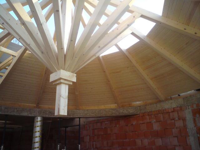Hagyma alakú kupola kialakítása IX. kerületi épületen.
