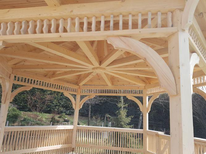 A szaletli szerkezete egyedi tervezésű.