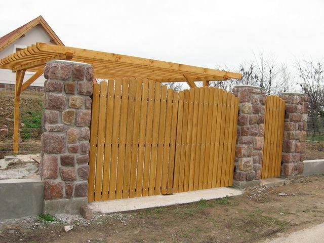 Díszkerítés készítése egy Balaton melletti családi háznál.
