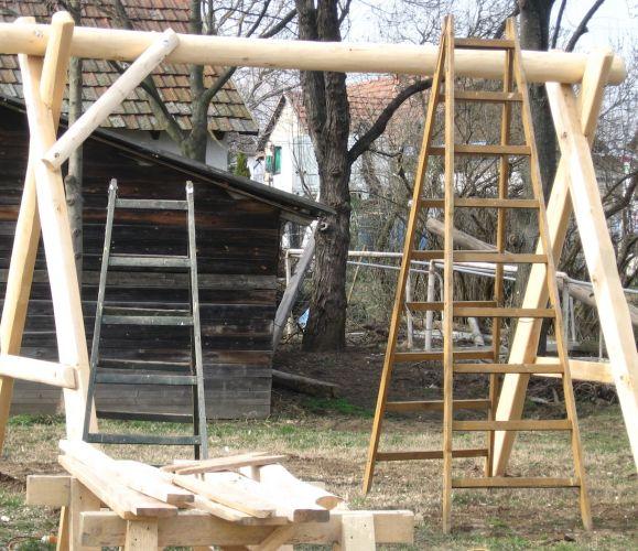 Épülő játszótér a Nyírmeggyesi Átalános Iskola udvarán.