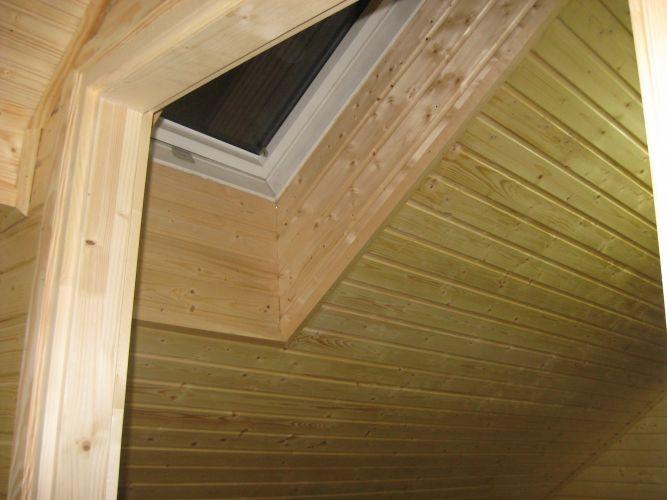 Tetőablak beépítése és lambériázás.